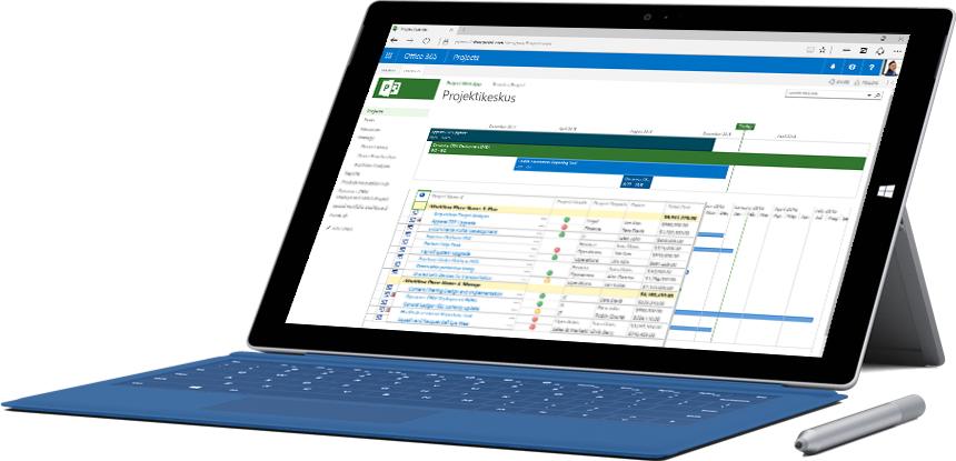 Microsoft Surface'i tahvelarvuti, mille ekraanil on kuvatud ajaskaala ja tööülesannete loend Office 365 projektikeskuses