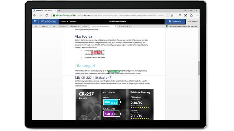 Sülearvuti ekraanil on avatud Wordi dokument, mida mitu autorit Word Online'i kasutades redigeerivad