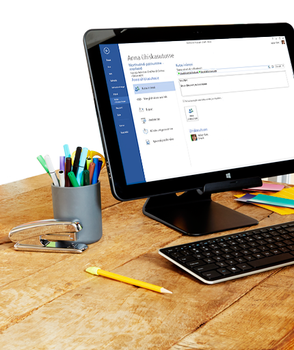 Lauaarvuti ekraan, kus on näha Microsoft Wordi ühiskasutusvalikud.