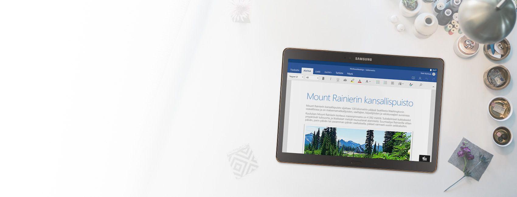 Windows-tabletti, jossa näkyy Mount Rainierin kansallispuistoa käsittelevä Word-asiakirja