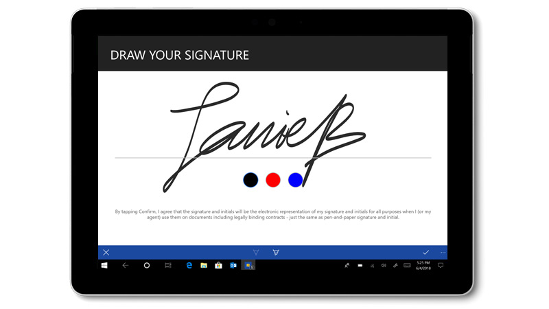 Surface Go -laitteessa näkyvä DocuSign, jossa on käsinkirjoitettu allekirjoitus