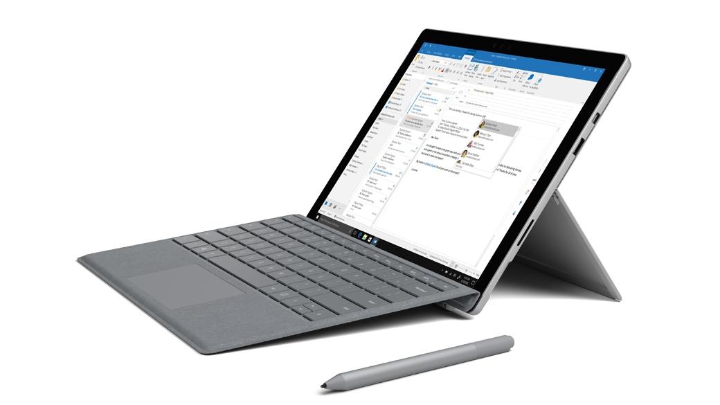 Kannettavan tietokoneen tilassa oleva Surface Pro, jonka näytössä on Outlook, yhdessä Surface-kynän kanssa.