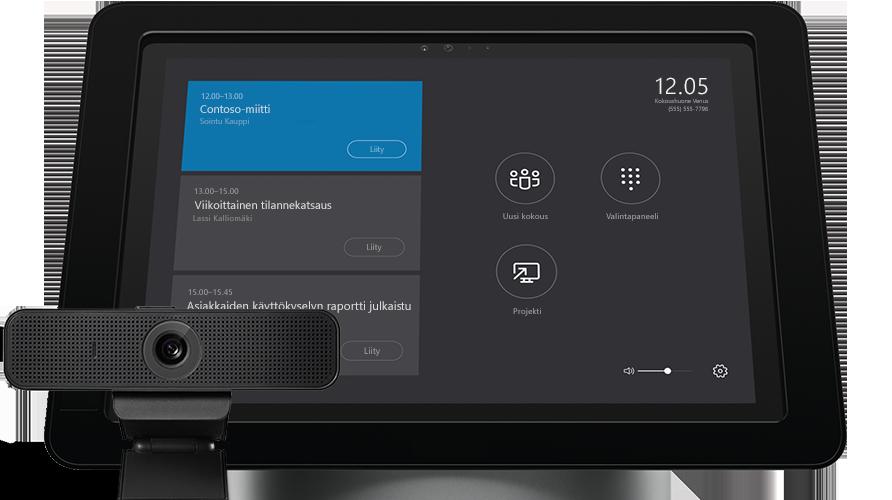 Kannettavan tietokoneen näyttö, jossa näkyvät Skype for Business Serverin järjestelmänvalvojan työkalut