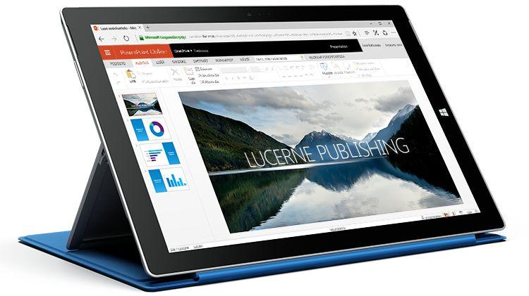 Surface-tabletti, jossa näkyy esitys PowerPoint Onlinessa.