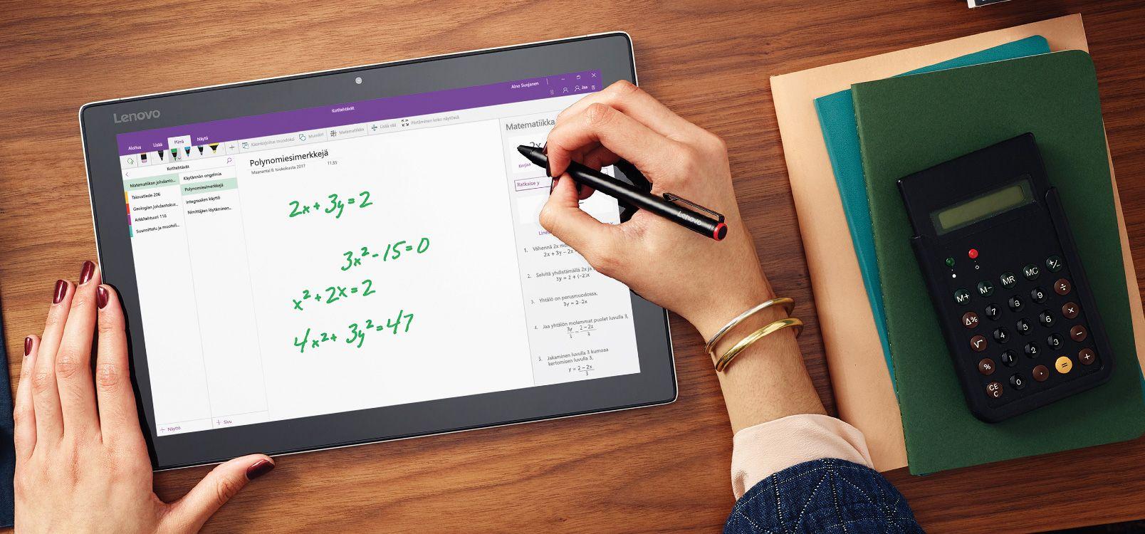 Tabletin näyttö, jossa näkyy OneNote ja käsinkirjoituksen matemaattinen avustaja