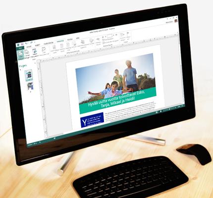 Tietokone, jossa näkyyy avoin Publisher-julkaisu ja postitusvaihtoehdot valintanauhassa.