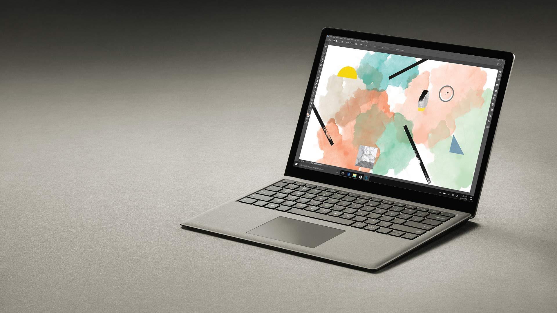 Kullanvärinen Surface Laptop, jonka näytössä on Adobe Photoshop.
