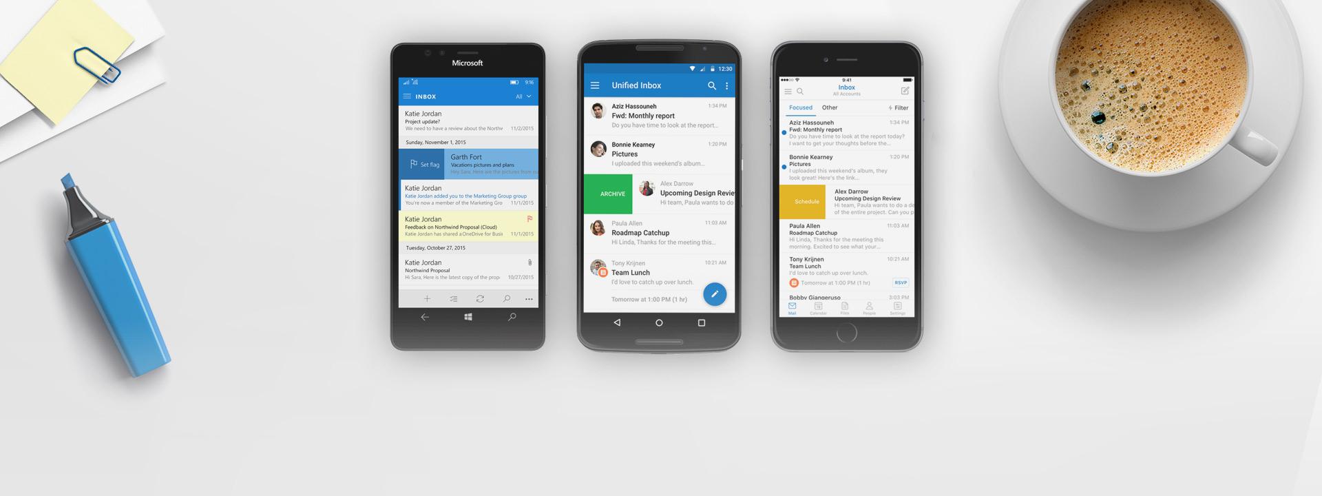 Un téléphone Windows Phone, iPhone et Android avec l'application Outlook sur les écrans