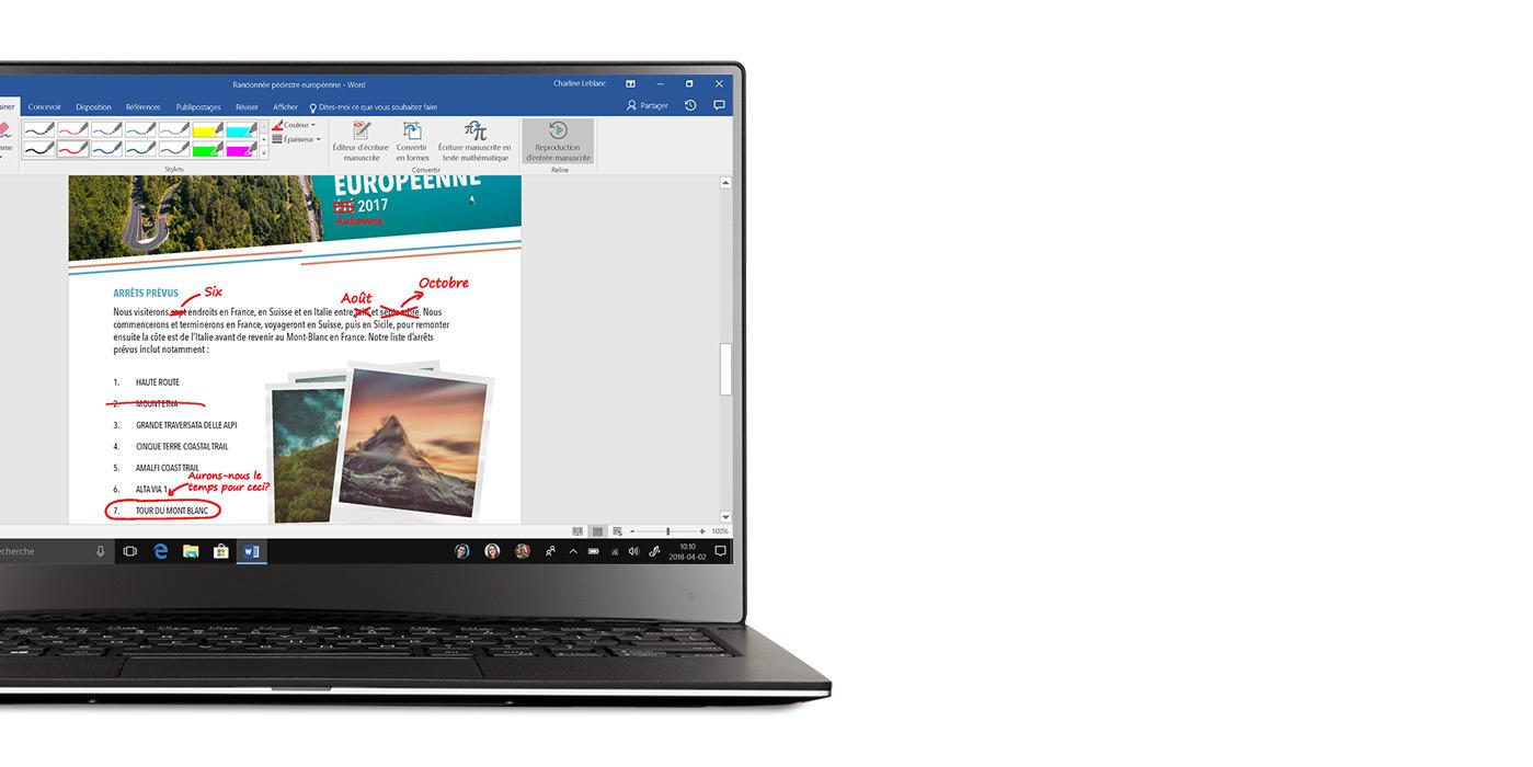 Ordinateur portable Windows 10 avec un document Word ouvert montrant  des modifications faites avec WindowsInk à l'écran.