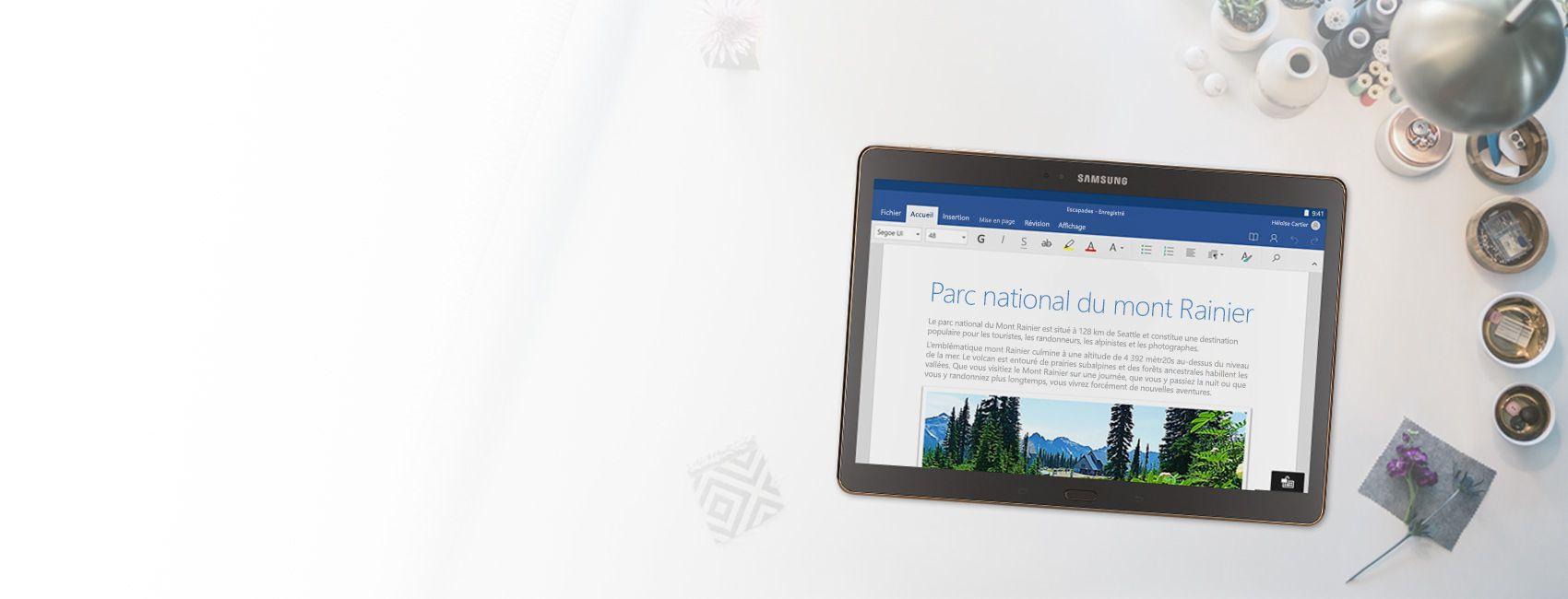 Tablette affichant un document Word sur le Parc national du mont Rainier