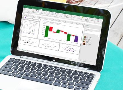 Ordinateur portable affichant une feuille de calcul Excel réorganisée avec des données complétées automatiquement.