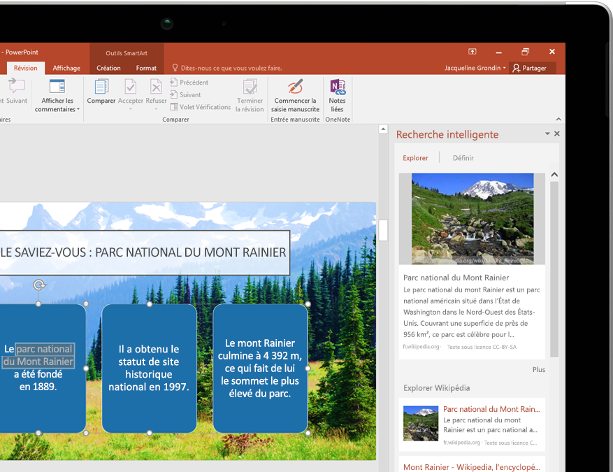 Tablette PC affichant Recherche intelligente dans PowerPoint