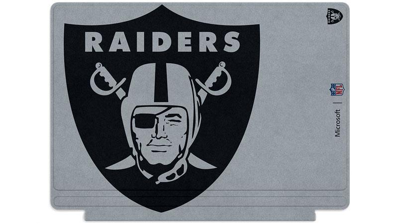 Logo des Raiders d'Oakland imprimé sur un clavier Surface Type Cover