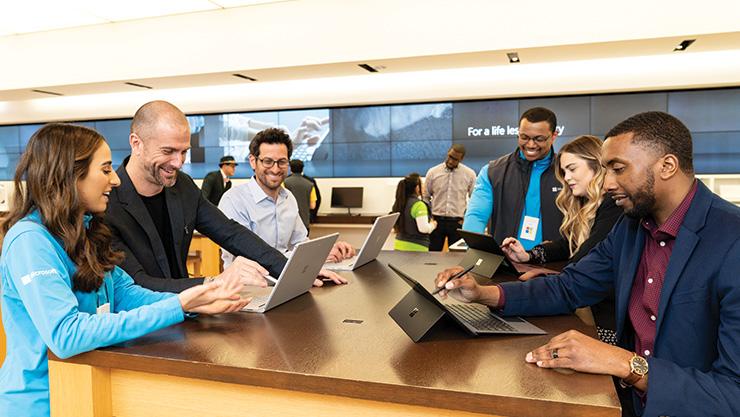 Activité de formation commerciale Microsoft Store avec divers professionnels.