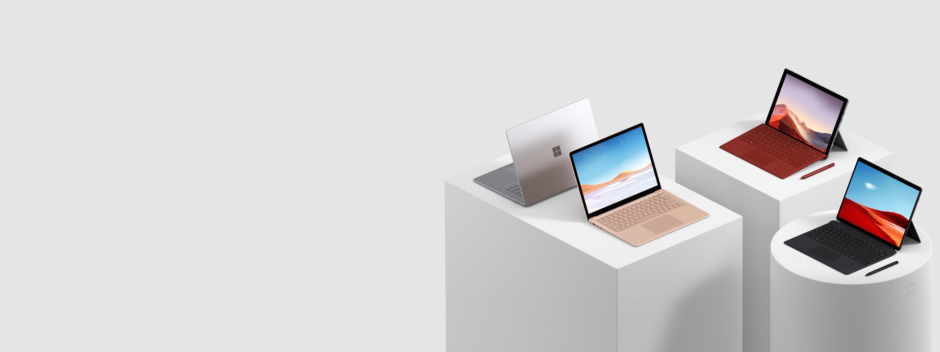 Plusieurs ordinateurs Surface, y compris la Surface Pro 7, la Surface Pro X, le Surface Book 2, le Surface Studio 2 et la Surface Go