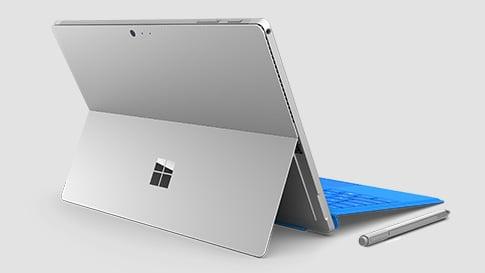 Vue arrière de la Surface Pro4 avec clavier bleu et stylet.