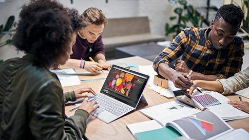 Étudiants sur SurfaceBook2