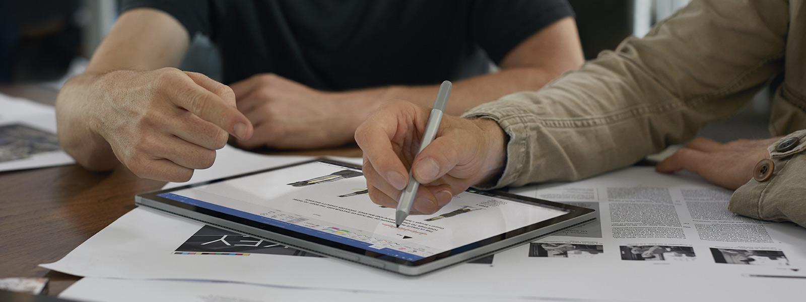 Écriture avec un StyletSurface sur un écran SurfaceBook2