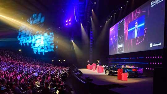 Intervenant tech.days présentant au public, Découvrez Microsoft experiences'16