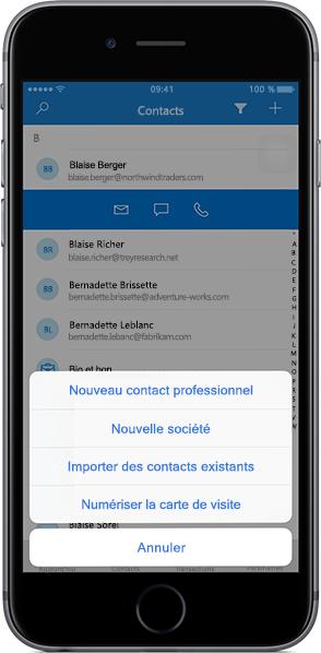 IPhone affichant une liste de contacts dans l'application mobile Outlook Customer Manager