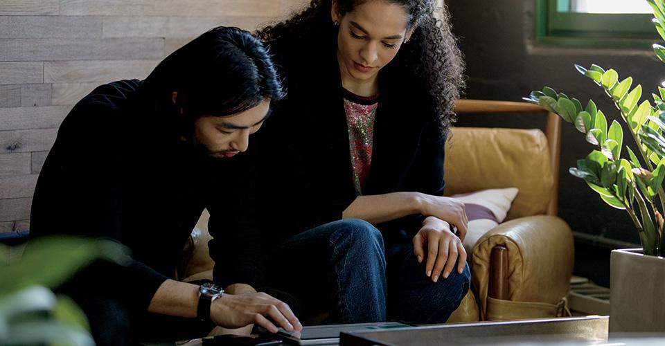 Microsoft PowerPoint הפועל במחשב שולחני, במחשב נישא וב- iPad