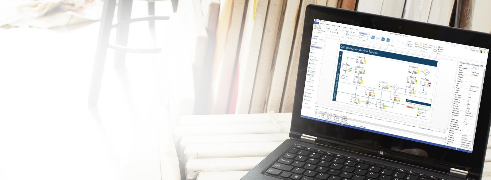 Visio Pro for Office 365 उपयोग करते हुए दिखाई दे रहा लैपटॉप.