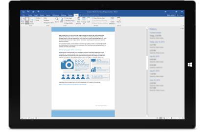 एक टैबलेट Office 365 में दस्तावेज़ का संस्करण इतिहास दिखा रहा है.
