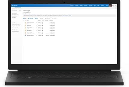 व्यवसाय के लिए OneDrive में दस्तावेज़ों की सूची दिखाता हुआ लैपटॉप.