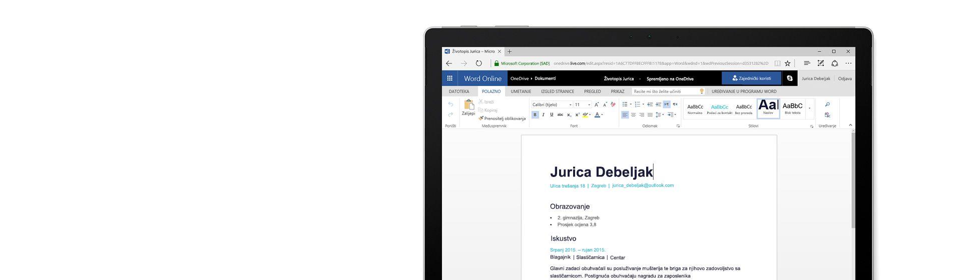 Zaslon računala na kojem se prikazuje stvaranje životopisa u aplikaciji Word Online