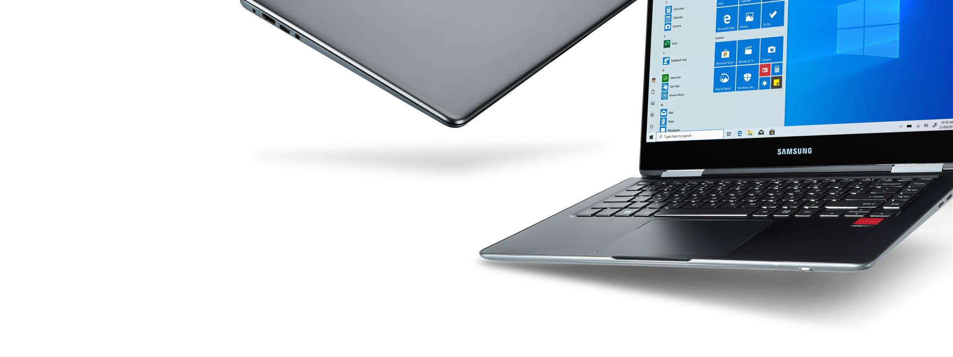 Két Windows 10-es számítógép egymás mellett. Az egyik teljesen le van csukva, a másikon pedig a Windows 10 kezdőképernyője látható