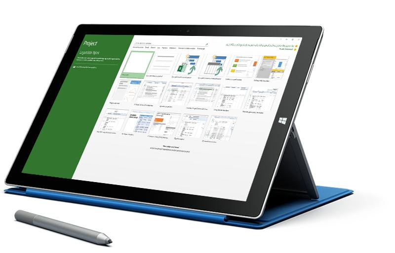 Microsoft Surface táblagép a Microsoft Project alkalmazás Új projekt képernyőjével.