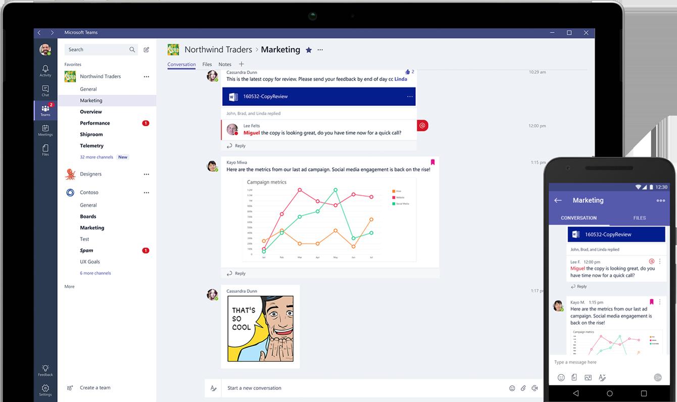 A Microsoft Teams munkaterületen folytatott csevegést megjelenítő táblagép és okostelefon