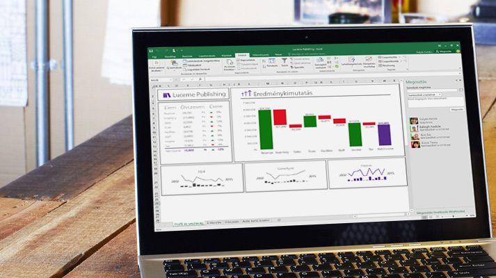 Laptop, amelyen egy átrendezett Excel-számolótábla látható automatikusan kitöltött adatokkal.
