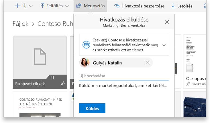 Egy táblagép képernyőjén látható, hogy ketten dolgoznak közösen online egy Word-dokumentumon