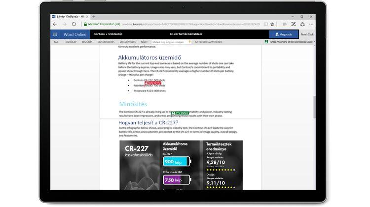Egy több szerző által szerkesztett Word-dokumentum a Word Online-ban egy laptop képernyőjén