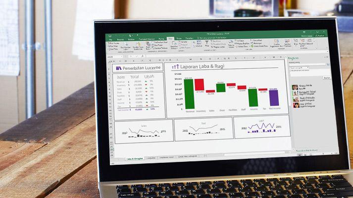 Laptop menampilkan lembar bentang Excel yang disusun ulang dengan data yang dilengkapi secara otomatis.