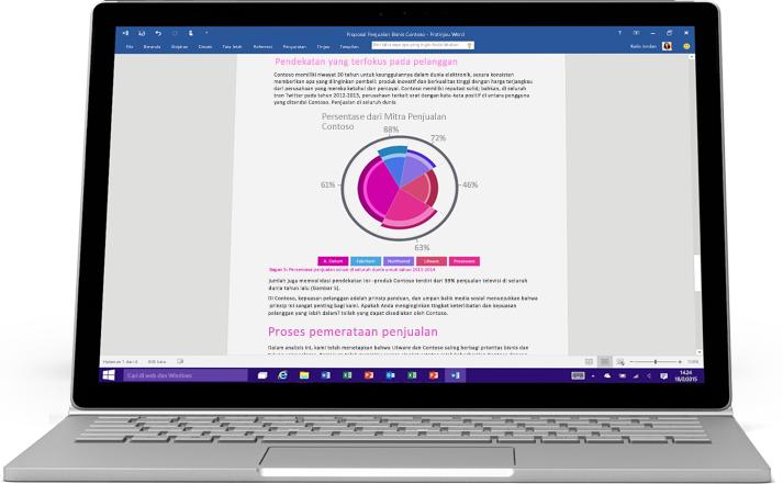 Laptop menampilkan dokumen Word