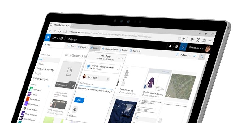 PC tablet memperlihatkan dua orang bekerja sama secara online pada dokumen Word