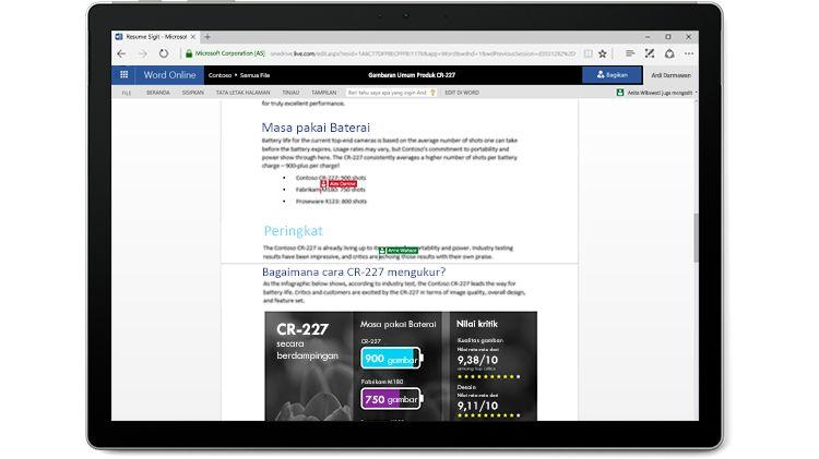 Layar laptop menampilkan dokumen Word dengan beberapa pengeditan penulis di Word Online