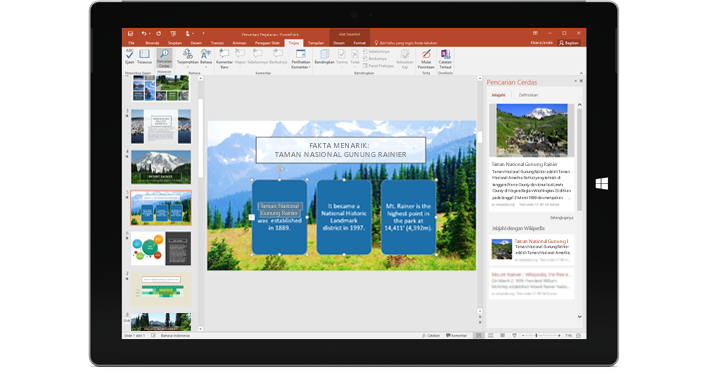 Tablet memperlihatkan presentasi PowerPoint dengan panel Pencarian Cerdas di kanan.