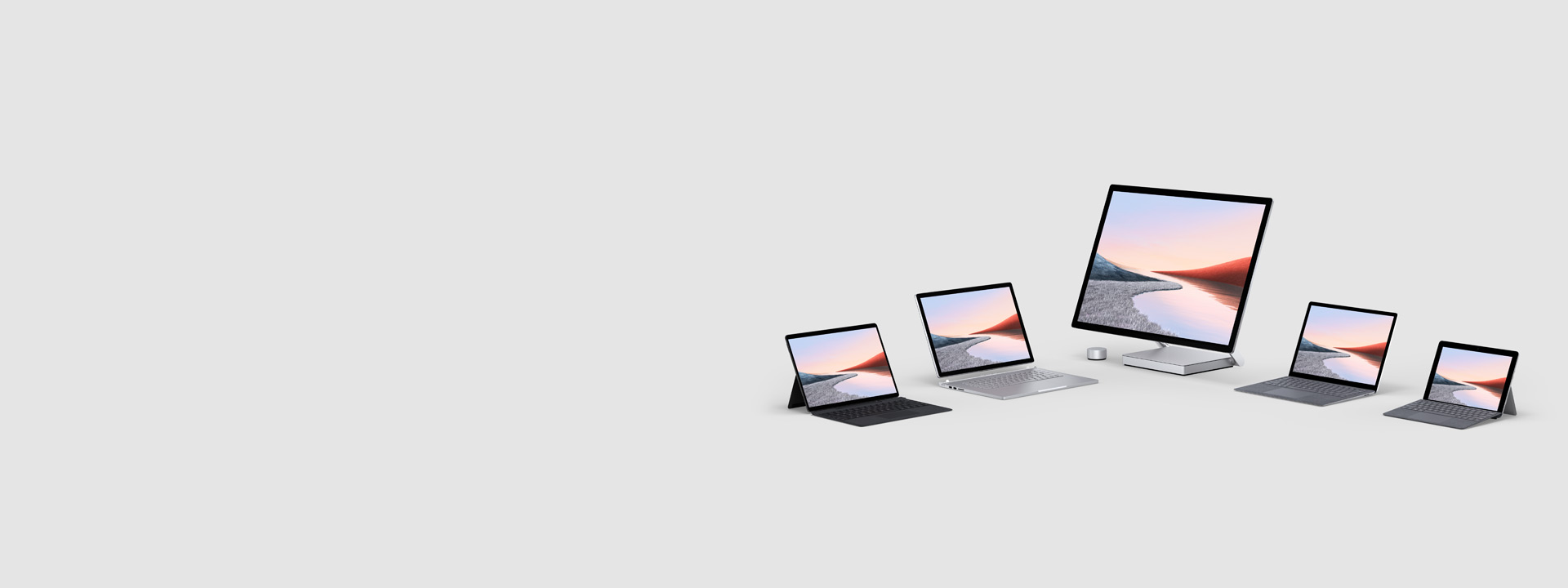 Diversi computer Surface tra cui Surface Pro 7, Surface Pro X , Surface Book 2, Surface Studio 2 e Surface Go
