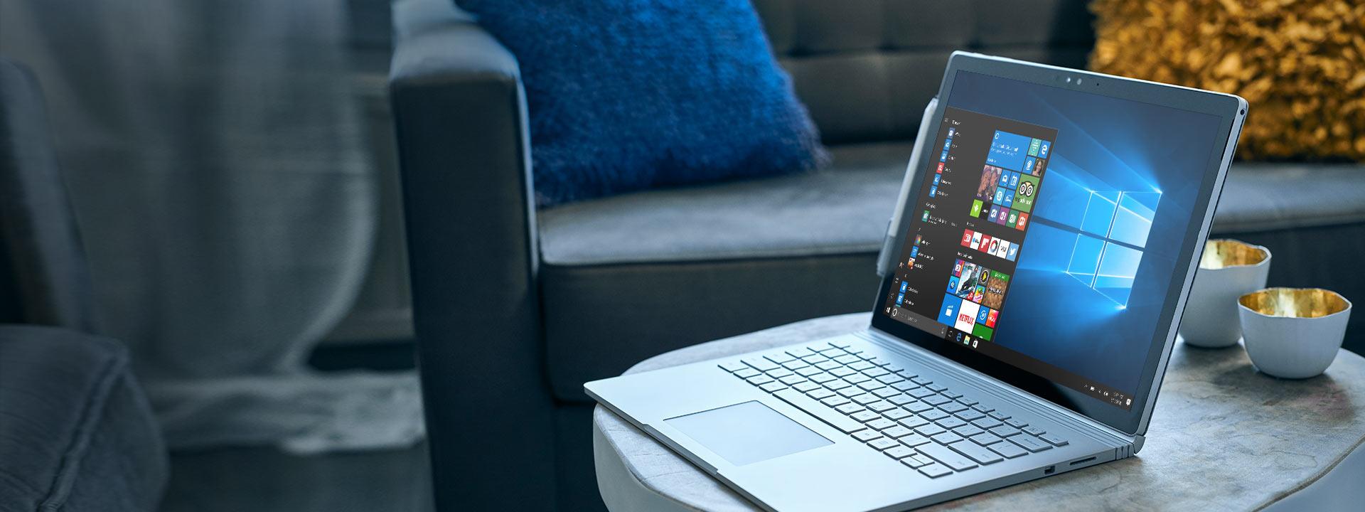 Microsoft Surface Book con menu Start di Windows 10