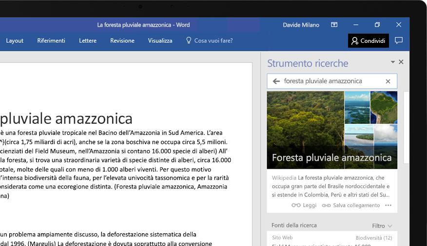 Laptop che visualizza un documento di Word con il primo piano della funzionalità Strumento ricerche, con un articolo sulla foresta pluviale amazzonica