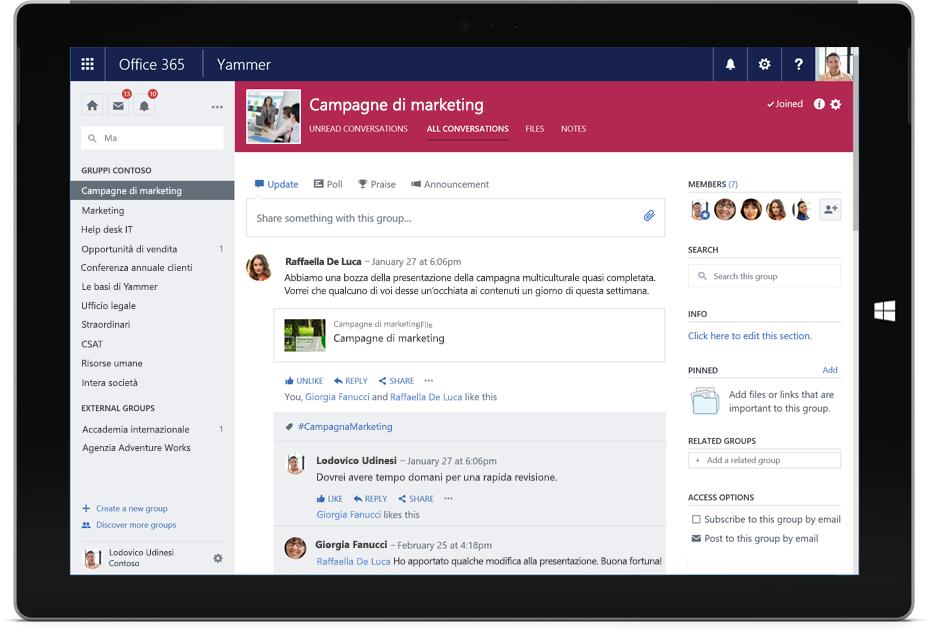 Tablet Surface che visualizza una conversazione di Yammer con membri di più team