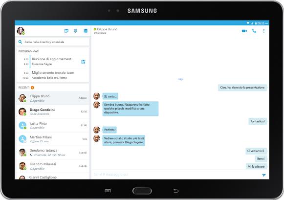 Schermo di un tablet che visualizza una conversazione di messaggistica istantanea in una finestra dell'app Skype for Business