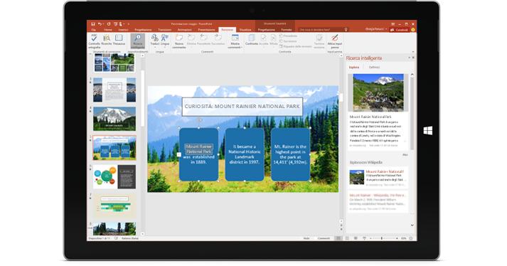 Tablet con una presentazione di PowerPoint e il riquadro Ricerca intelligente a destra.