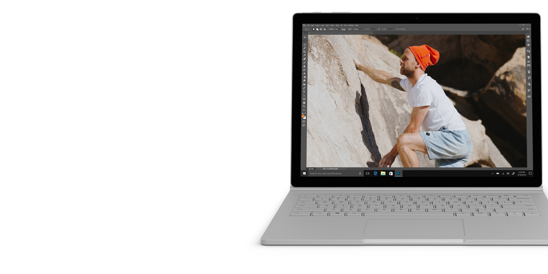 Adobe Photoshop sullo schermo di un dispositivo Surface Book 2