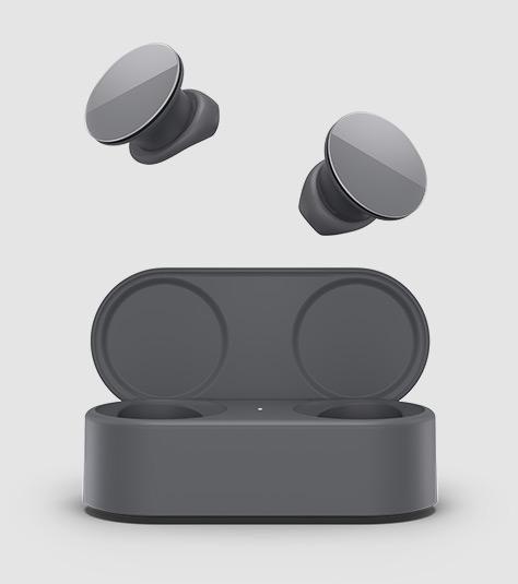 Gli auricolari Surface Earbuds estratti dalla loro custodia di ricarica