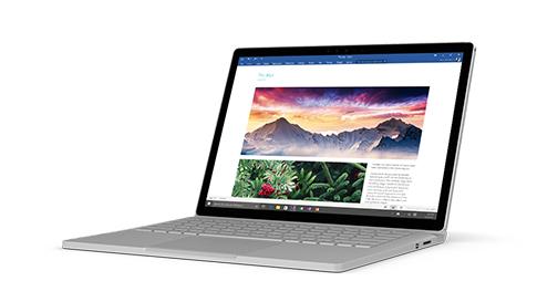 Microsoft Word の文書を画面に表示した Surface Book。