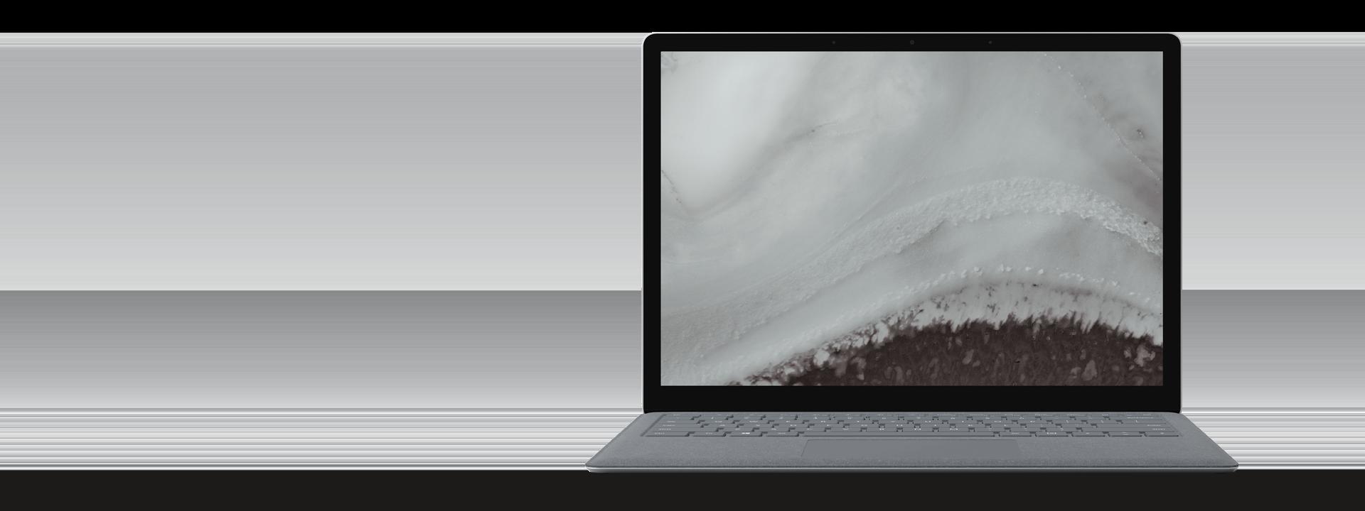 プラチナの Surface Laptop 2